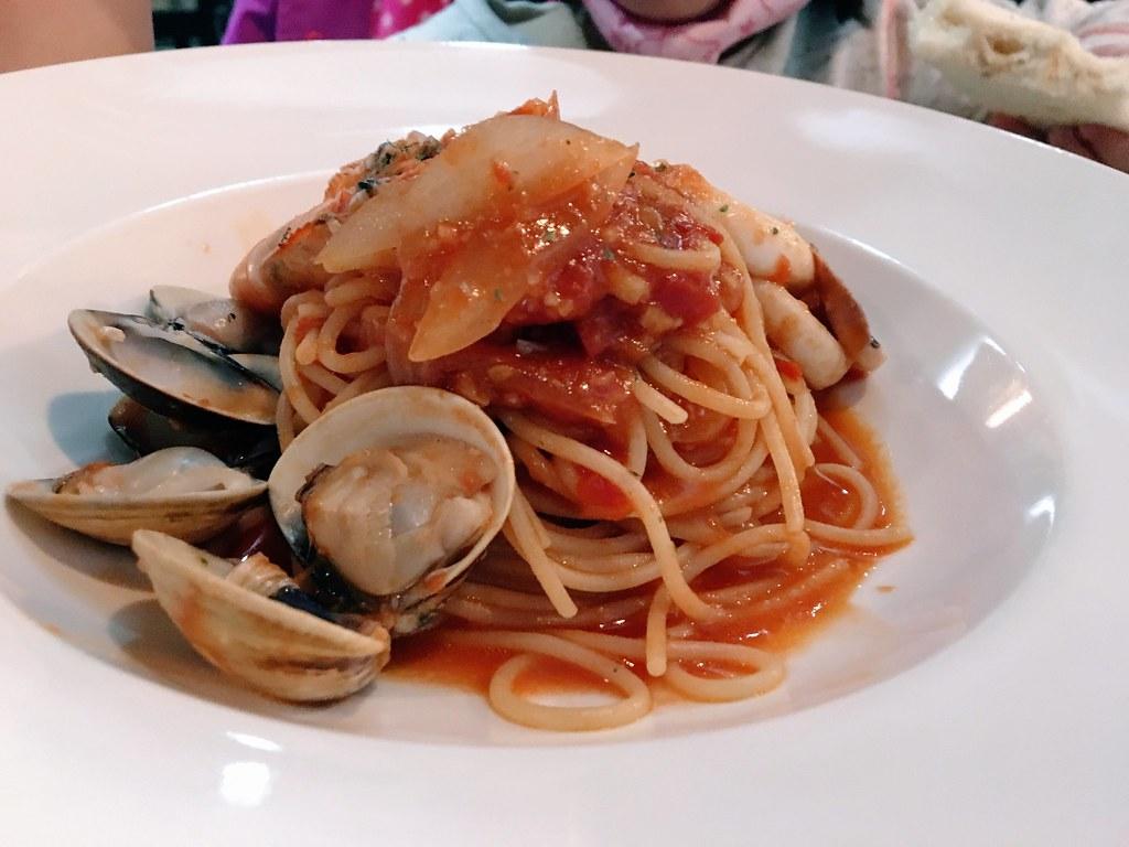 茄汁海鮮麵,海鮮頗新鮮的