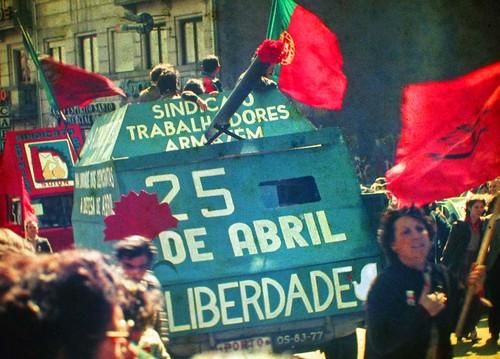 1024px-25_Abril_1983_Porto_by_Henrique_Matos_01