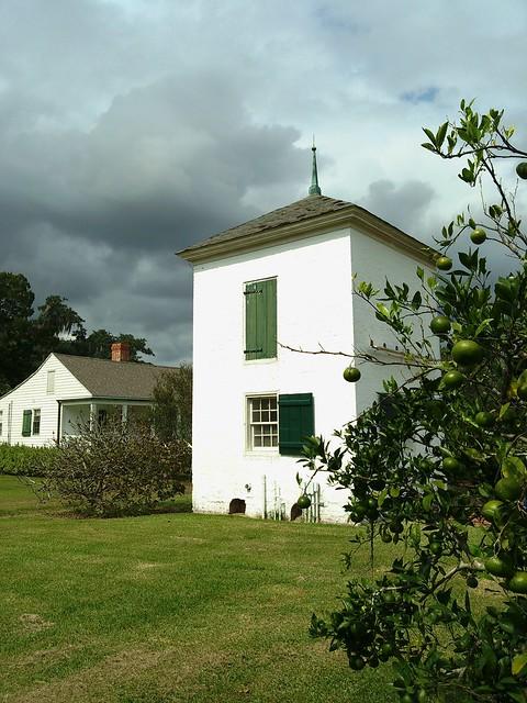 Evergreen Plantation, pigeonnier & garçonnière