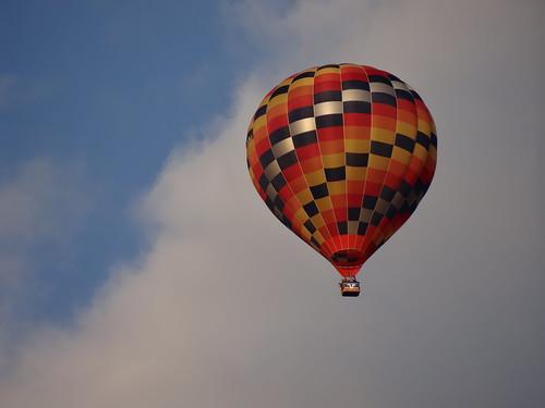 Ich kann mich wirklich darauf beziehen, der Ballon steigt ohne düstere Schreckensregungen zum azurblauen Himmelsgewölbe auf 0003