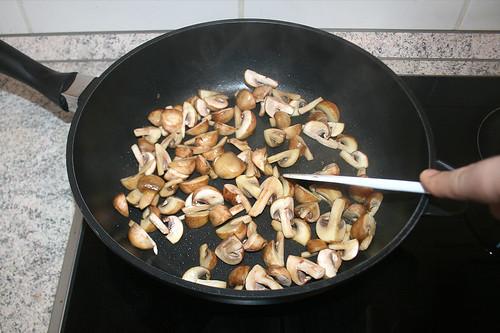 23 - Champignons anbraten / Braise mushrooms