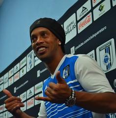Ronaldinho contento de vivir en Querétaro