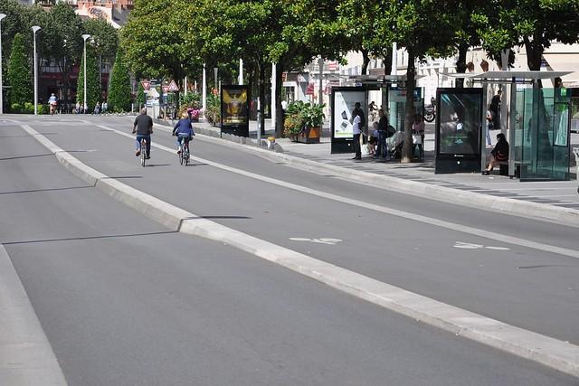 Cours des 50 otages - Pistes cyclables