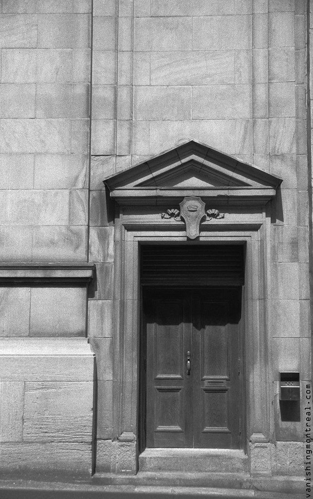 Photo of the Day : Door on St. François-Xavier street in Old Montreal