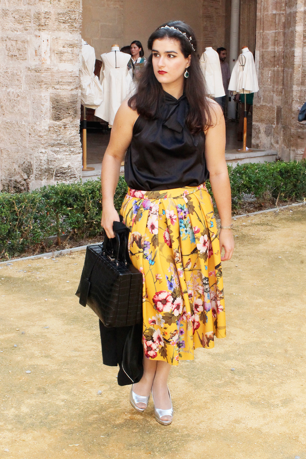 something fashion valencia fashion week VFW outfit D&G 50's inspired skirt, Dolce Gabanna circle skirt vintage fairytale yellow floral pattern