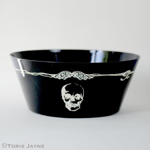 Skull printed serving bowl