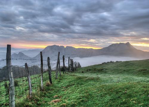 sunrise amanecer nubes bizkaia vasco niebla euskadi pais saibi alluitz alavavision astxiki larranopunta