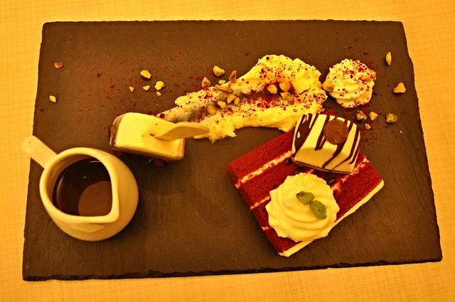 Manum Red Velvet designer tray