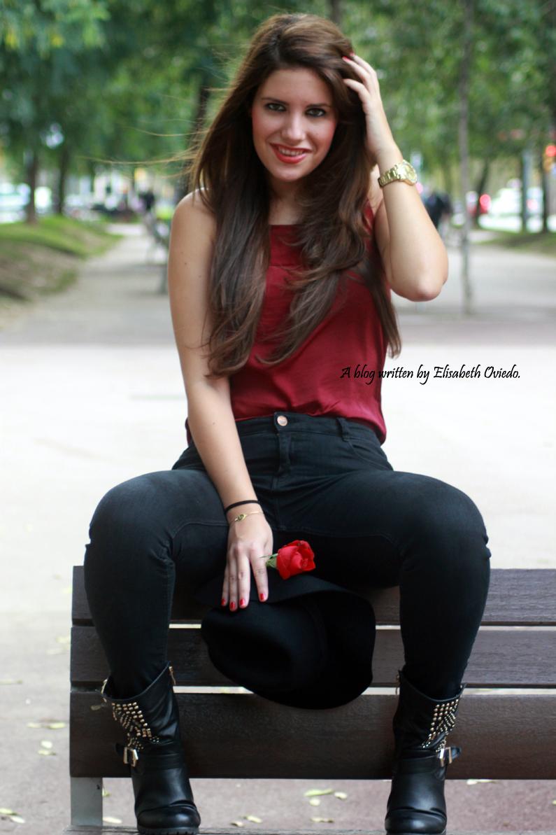 sombrero-negro-stradivarius---camiseta-burgundy-y-botas-XTI-HEELSANDROSES-(12)
