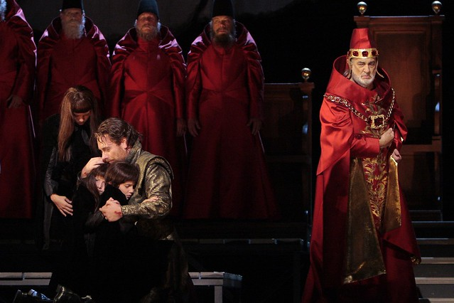 Francesco Meli, Plácido Domingo and members of the chorus in I due Foscari, Los Angeles Opera, 2012 © Robert Millard