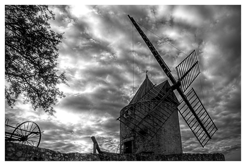 HDR W&B Moulin Régusse (Var, France)