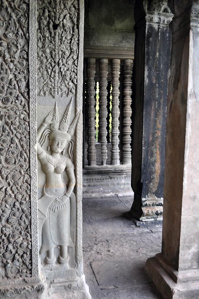 Interior del Templo de Angkor Wat (Camboya) visitar los templos de angkor en un día - 15427606606 25ebda6508 b - Visitar los templos de Angkor en un día