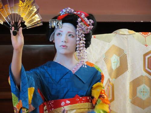 Geisha performance by Hachisu Okiya (Totnes Geisha)