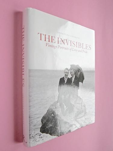 Sebastien Lifshitz, The Invisibles. Rizzoli International Publications 2014. Design: Isabelle Chemin. Dorso e quarta di sovracoperta (part.), 1