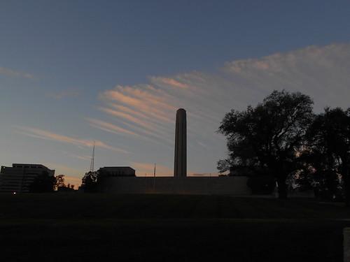 war memorial at dawn (1)
