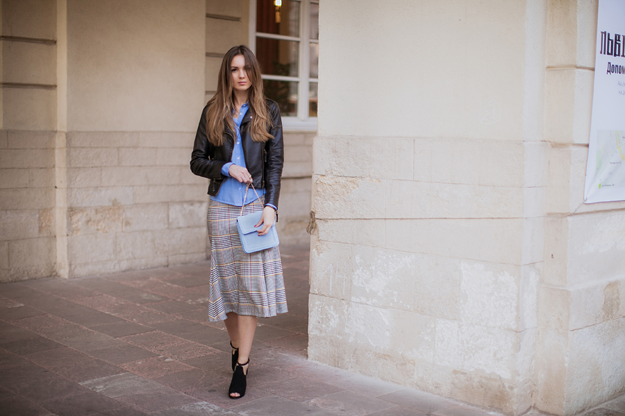 how-to--wear-a-midi-skirt-outfit-ideas