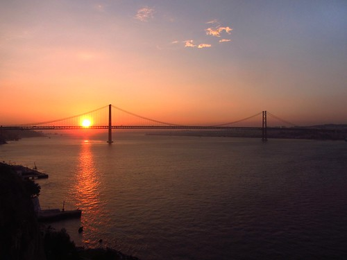 sunset portugal dusk lisbon suspensionbridge 日落 almada 黃昏 tejoriver 葡萄牙 25thofaprilbridge 里斯本 大橋 25deabrilbridge 橋樑 葡國 懸索橋 4月25日大橋 特茹河 阿爾馬德