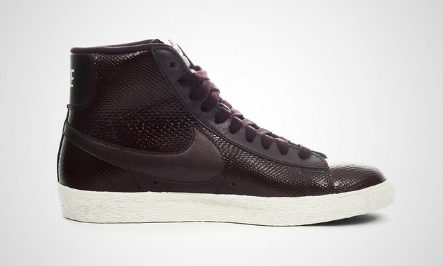 Nike women's Blazer mid premium leather in burgundy_ image via 43einhalb