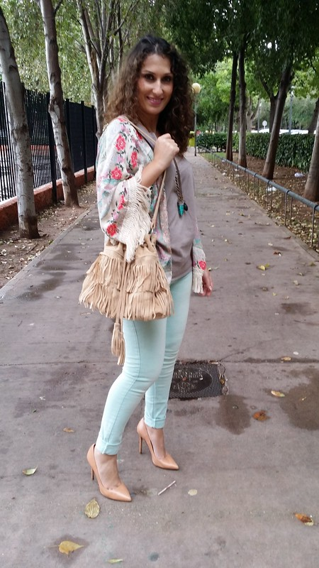 Instagram, kimono floral, pitillos verde menta, camiseta gris topo, stilettos maquillaje, collar étnico colmillo, bolso flecos beige, mint green skinny jeans, grey taupe shirt, makeup stilettos, ethnic tusk necklace, beige fringed bag, Choies, Hip Tee, Berskha, Zara, Massimo Dutti, Aliexpress