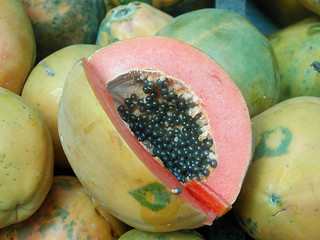 Picture of sliced papaya fruit