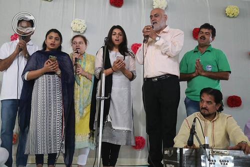 Devotional song by Holy daughter Sudiksha Ji and Saathi