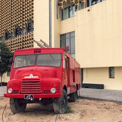 Art and retro fire truck. What's not to like about this place? #oldfirestation #fireengine #dohainstagram #doha #art #latergram