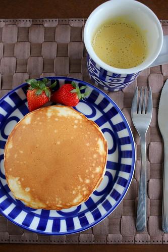 朝食の定番 パンケーキとコーンスープ
