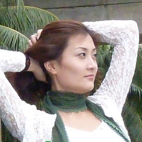 Vicky Yuan at Kallang MRT