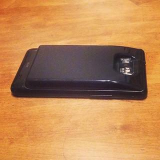 Galaxy S2のバッテリーが大分持たなくなってきたんで大容量のにしてみた。1650mAhから倍以上の3500mAhに。