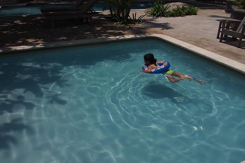 懶妹用泳圈