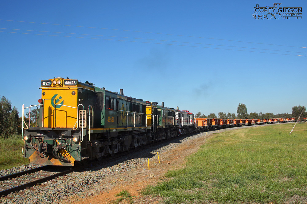 48s28, 869 & 48s33 roll by Combanning heading to Lockhart by Corey Gibson