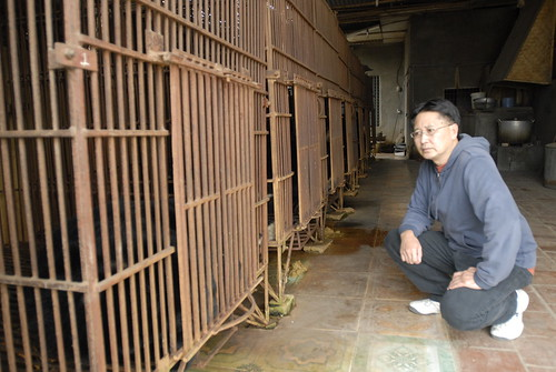 Tuan in a bear farm in Ha tay district - Hanoi