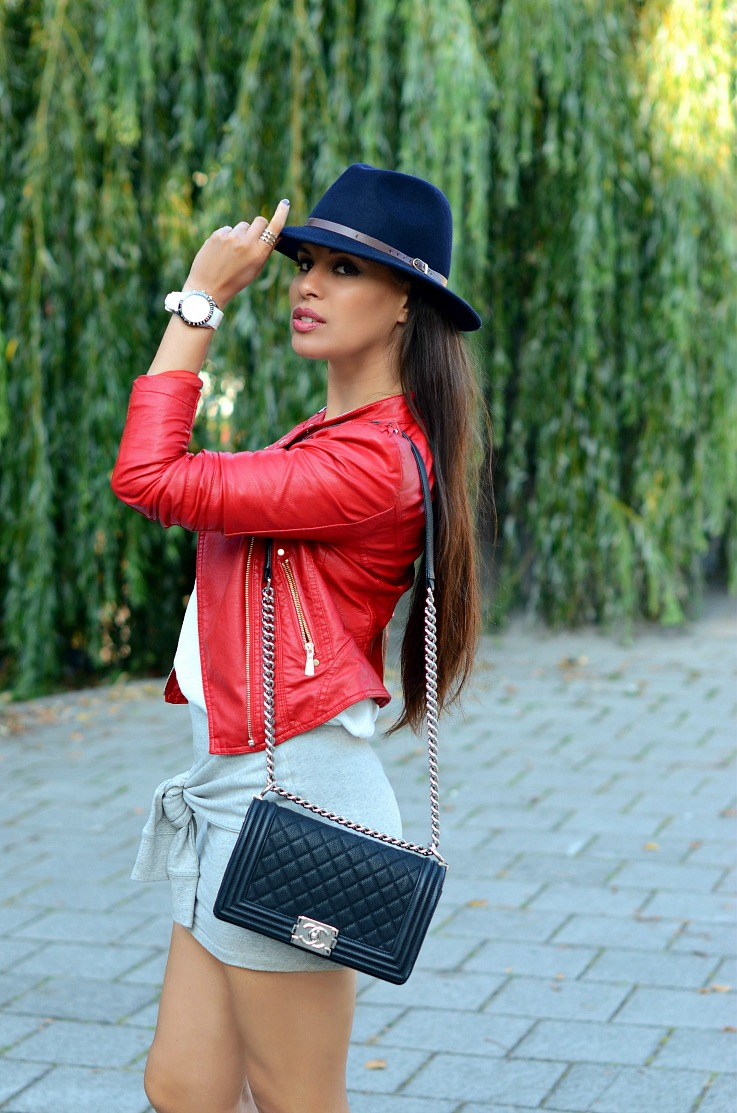 DSC_0079 Red biker jacket, Chanel Boy bag, Blue fedora hat(3)