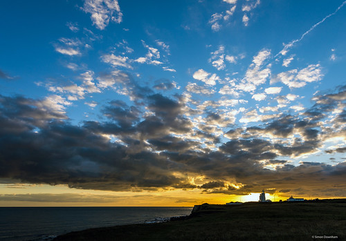 blue light sunset england sky orange cloud sun lighthouse house saint yellow golden bay dusk dramatic down catherine hour ventnor isleofwight burst nikkor drama stcatherines trinityhouse iow 1635mm niton stcatherineslighthouse nikond610 dsc05102a£x