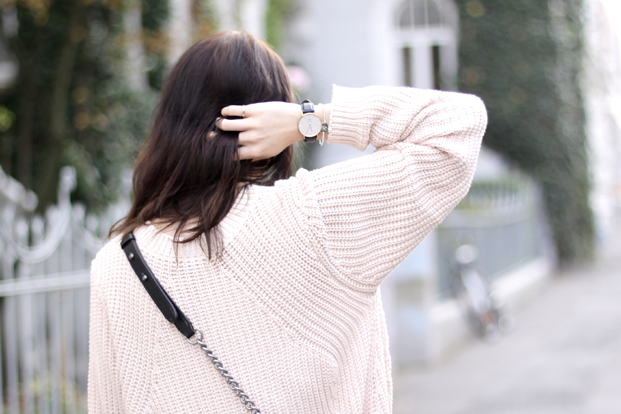 pink oversized pullover chanel le boy bag gucci sunglasses autumn fall outfit ootd styling fashion blogger germany modeblogger ricarda schernus CATS & DOGS 3