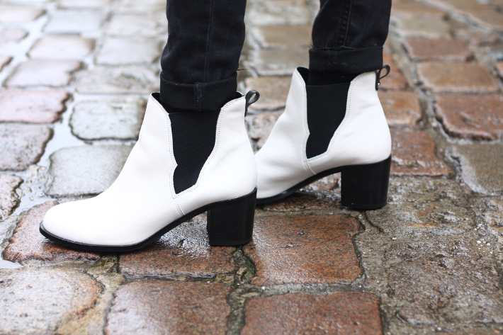 f0a37dfe54f6 White Chelsea Boots - THE STYLING DUTCHMAN.
