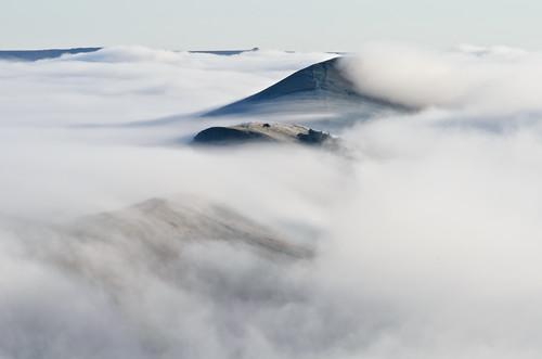 morning autumn mist tree fog landscape photography derbyshire peakdistrict ngc land inversion mamtor greatridge