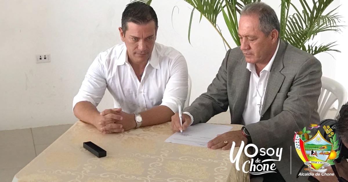 Alcalde Deyton Alcívar Alcívar firma 4 convenios con el Ministerio de Inclusión Económica Social