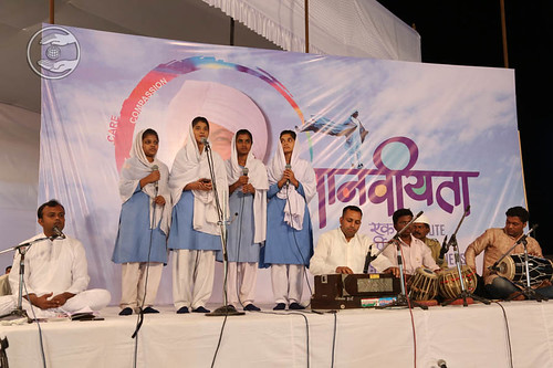 Devotional song by Shradha Shinde and Saathi