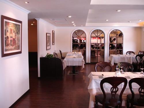 高雄新國際西餐廳的成長-改裝後用餐區一角2