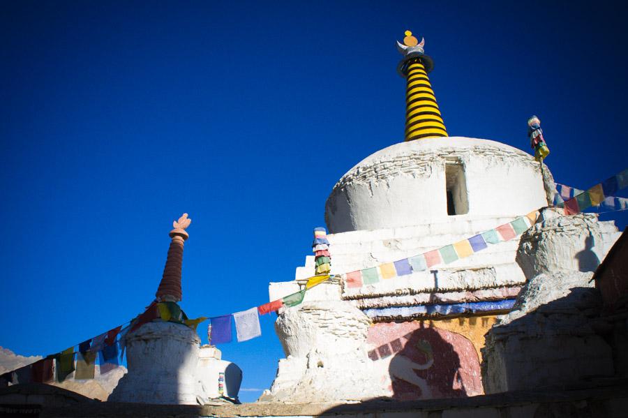Ступы (чортены) в монастыре Ламаюру. Монастыри Ладакха (Монастыри малого Тибета) © Kartzon Dream - авторские путешествия, авторские туры в Ладакх, тревел фото, тревел видео, фототуры