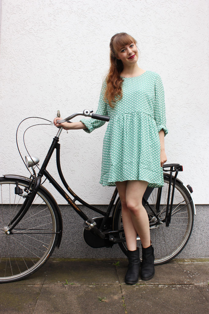 Smock dress outfit blogger - polka dot smock dress