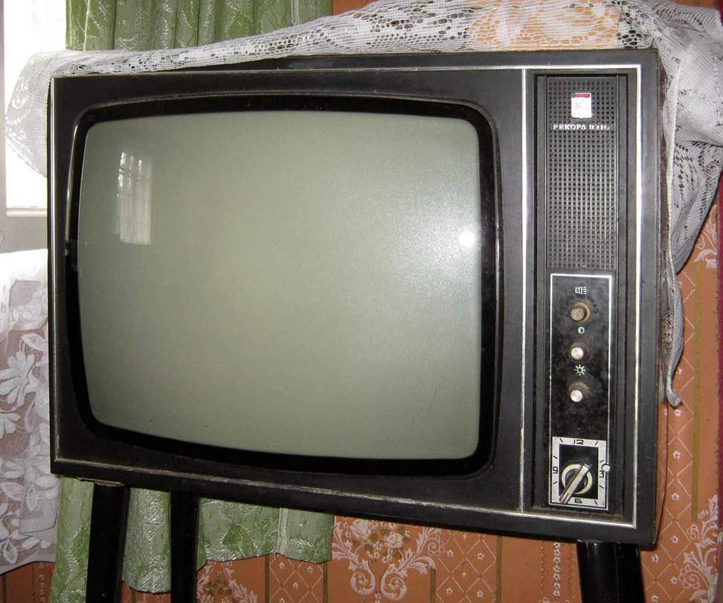 черно белое изображение на телевизоре