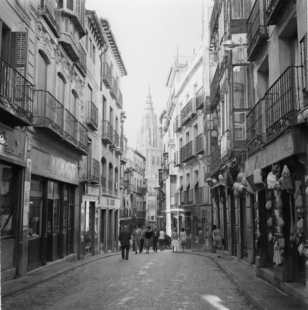 Calle Ancha en los años 50. Fotografía de Francesc Catalá Roca © Arxiu Fotogràfic de l'Arxiu Històric del Col·legi d'Arquitectes de Catalunya. Signatura B_8577_714