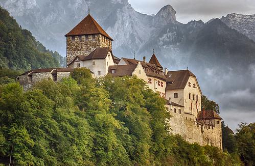 mountain alps castle berg minolta sony nik liechtenstein alpen alpha schloss 77 hdr vaduz 70200mm hdrefex 2682118 slta77v