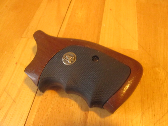 ... Square Butt K/L Frame Pachmayr American Legend Grips. Good Condition  And Come With All Hardware To Install. $30 Shipped Continental US Only.