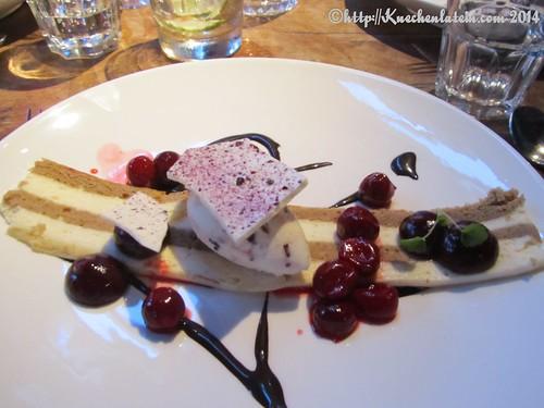 ©Essen in der Bullerei Tiramisu mit Kirschen und Schokolade