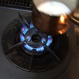 カフェオレを作る3 ミルクを温める