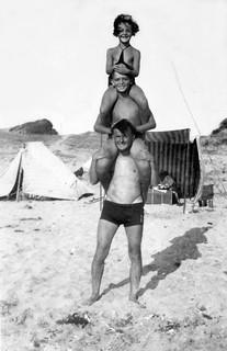 Morocco, pyramid on the beach, kids - 1942
