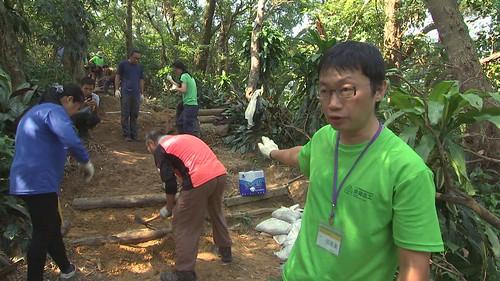 台灣千里步道協會志工修復步道
